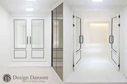 광장동 현대홈타운 53평형 현관: Design Daroom 디자인다룸의  복도 & 현관