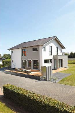 NEO 300 - Das Einfamilienhaus mit 2,15 m hohen Kniestock:  Fertighaus von FingerHaus GmbH