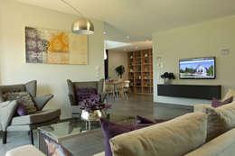 NEO 300 - Großzügige Wohnzimmer: moderne Wohnzimmer von FingerHaus GmbH