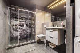 Ванные комнаты в . Автор – Pracownie Wnętrz Kodo