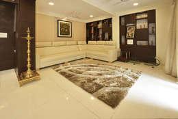 Mr. Shekhar Bedare's Residence: classic Living room by GREEN HAT STUDIO PVT LTD
