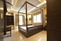 Mr. Shekhar Bedare's Residence: classic Bedroom by GREEN HAT STUDIO PVT LTD