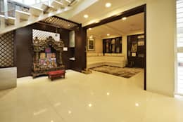 Mr. Shekhar Bedare's Residence: classic Living room by GREEN HAT STUDIO PVT LTD