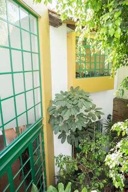 Ventaneria: Casas de estilo mediterraneo por Bojorquez Arquitectos SA de CV