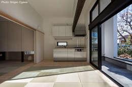 親世帯のダイニングキッチン: 石川淳建築設計事務所が手掛けたダイニングです。