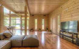 Большая гостиная, где могут расположиться семья с друзьями : Гостиная в . Автор – LUMI POLAR