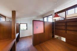 Детские комнаты в . Автор – HAN環境・建築設計事務所