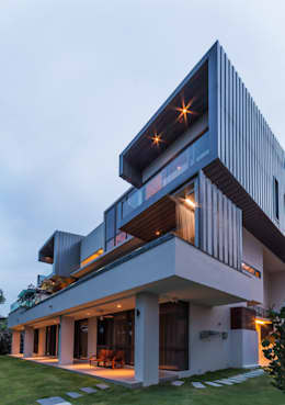 Rear Elevation - night: modern Houses by MJKanny Architect