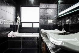 CASA MM: Baños de estilo  por ARQDUO