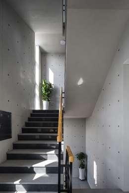 울산 북구 진장동 (진장명촌지구) HPI사옥 신축공사: 피앤이(P&E)건축사사무소의  계단