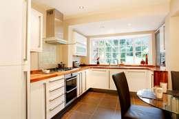 Kitchen: modern Kitchen by Workz Services LLP