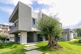 Casa Dante: Giardino in stile in stile Moderno di Arch. Francesco FEDELE