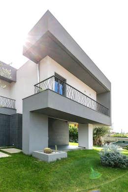Casa Dante: Villa in stile  di Arch. Francesco FEDELE