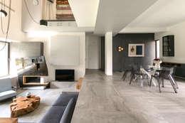 Casa Dante: Ingresso & Corridoio in stile  di Arch. Francesco FEDELE