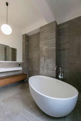 Casa Dante: Bagno in stile in stile Moderno di Arch. Francesco FEDELE