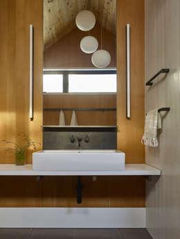 Pool Haus: moderne Badezimmer von Paul Marie Creation
