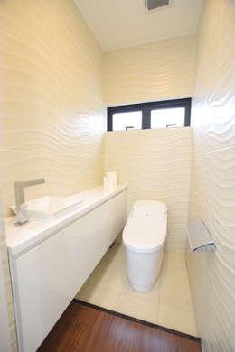 トイレ: Style Create   有限会社 秀林組が手掛けた洗面所&風呂&トイレです。