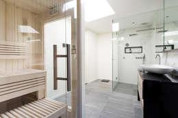 Cleopatra sauna in badkamer: moderne Badkamer door Cleopatra BV