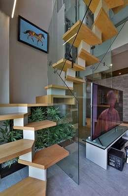 staircase :  Corridor & hallway by Design Paradigm