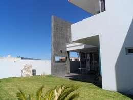 CASA NATURA: Jardines de estilo moderno por PESA ARQUITECTOS