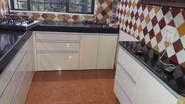 Chembur Renovation:  Kitchen units by Rennovate Home Solutions pvt ltd
