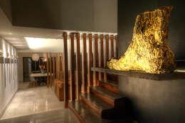 Interiorismo. : Pasillos y recibidores de estilo  por Stuen Arquitectos