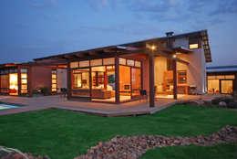 Cozy lounge: modern Houses by Hugo Hamity Architects