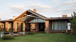 Загородный дом в посёлке Солнечный : Дома в . Автор – Архитектурная студия Чадо