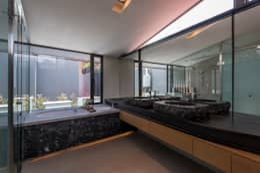 CASA CALAVERA: Baños de estilo  por HDA: ARQUITECTURA BIOCLIMATICA