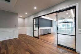 경기도 성남시 분당 까치마을 중앙하이츠 아파트인테리어: 디자인스퀘어의  거실