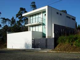 Casa em Miramar, Vila Nova de Gaia: Casas unifamilares  por José Melo Ferreira, Arquitecto