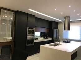Espaço Gourmet: Cozinhas modernas por RS Design Studio