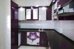 Parul & Gourav's apartment in Sumadhura Shikharam,Whitefield,Bangalore:  Kitchen units by Asense