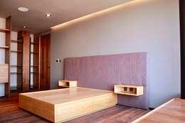 Interiorismo: Recámaras de estilo moderno por Structure Diseño & Arquitectura