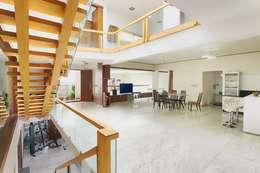 Mobius:  Corridor & hallway by Architecture Continuous