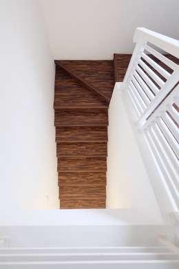 RUMAH PALEM INDAH MANSION: modern Corridor, hallway & stairs by FIANO INTERIOR