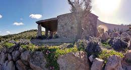vista zona ingresso: Casa di campagna in stile  di Alfredo Pulcrano