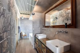 Mon truc en plumes: Salle de bains de style  par Rénow