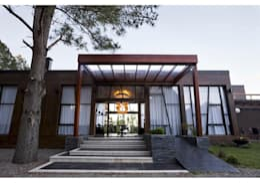 Acceso principal: Puertas de estilo  por MSA Arquitectos