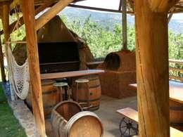 Casa Quincho - Carpinterias: Terrazas  de estilo  por Construyendo Reciclando