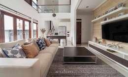 Ruang Keluarga:  Ruang Keluarga by INTERIORES - Interior Consultant & Build