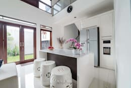 Dapur Bersih:  Dapur by INTERIORES - Interior Consultant & Build