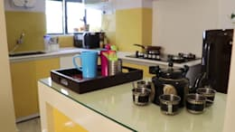 2 BHK Apartment of Mr Alex Parera Kolkata:  Built-in kitchens by Cee Bee Design Studio