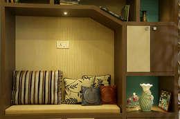 3 BHK Apartment Of Dr Sagar Bangalore: modern Living room by Cee Bee Design Studio