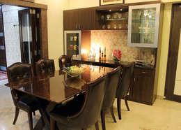 4 BHK Apartment of Mr Sachin Tulsyan Kolkata: modern Dining room by Cee Bee Design Studio