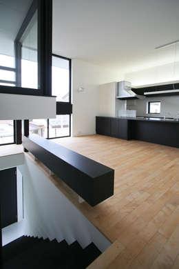 2階のリビング: 石川淳建築設計事務所が手掛けたリビングです。