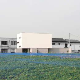 白く四角い外観: 石川淳建築設計事務所が手掛けた家です。