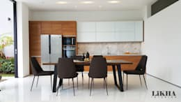 Kitchen Set & Dining Table:  Dapur built in by Likha Interior