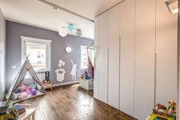 ISIDORO: Stanza dei bambini in stile in stile Moderno di MOB ARCHITECTS
