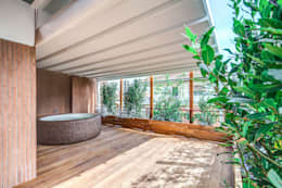 Piscinas de estilo moderno por MOB ARCHITECTS